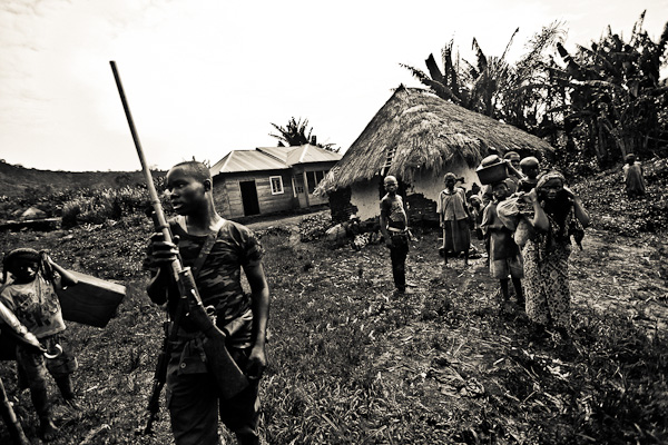 An FDLR rebel holds a home made weapon.