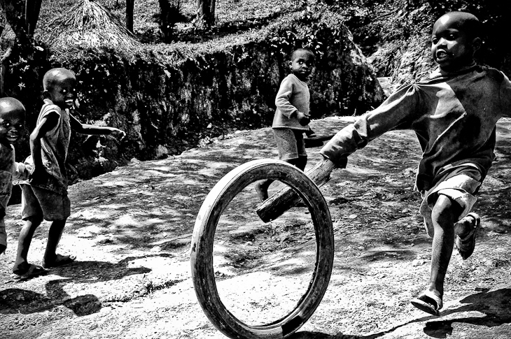 Children play in North Kivu.